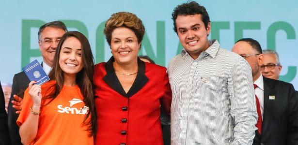 Presidente Dilma Rousseff posa para fotos durante cerimônia de formatura de alunos do Pronatec