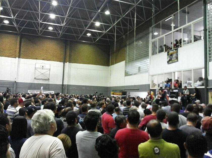 9.jun.2014 - A assembleia do Sindicato dos Metroviários vota agora à noite se a categoria permanece em greve, após audiência que terminou sem acordo com a direção do Metrô de São Paulo