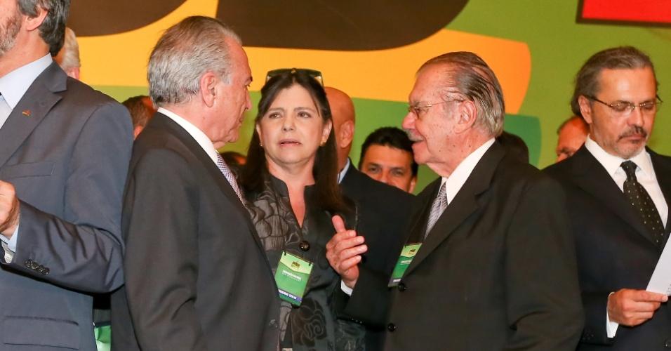 10.jun.2014 - A governadora do Maranhão, Roseana Sarney (PMDB-MA), e o senador José Sarney (PMDB-AP) conversam com o vice-presidente do Brasil, Michel Temer, durante Convenção Nacional do partido, no auditório Petrônio Portela, no Senado, nesta terça-feira (10). O partido decidiu na ocasião manter a aliança com o PT firmada em 2010 e o apoio à residente Dilma Rousseff à reeleição nas eleições de outubro