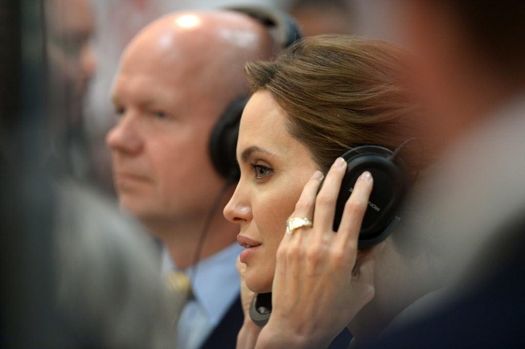 10.jun.2014 - Angelina Jolie participa do primeiro encontro da Cúpula Mundial para o Fim da Violência Sexual, realizada em Londres. A atriz americana afirmou que é