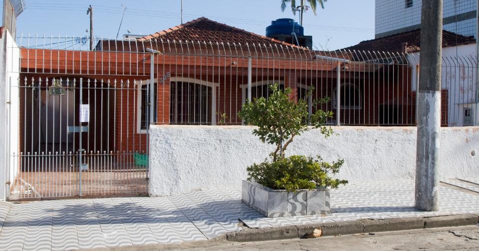 3.jun.2014 - A casa do eu Martins, na Praia Grande (SP), onde o corpo do zelador Jezi Lopes Souza, 63, foi encontrado esquartejado e sendo queimado na churrasqueira