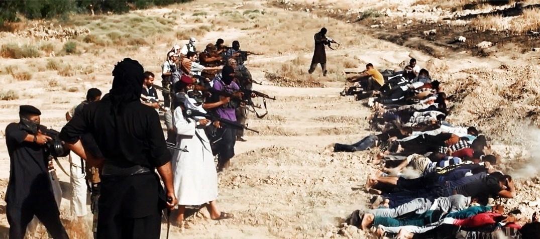 14.jun.2014 - Foto divulgada no último sábado (14) pelo site jihadista Welayat Salahuddin mostra o que seria uma execução coletiva realizada por militantes do grupo rebelde Estado Islâmico do Iraque e do Levante em uma área ainda não identificada do Iraque. Desde o início do mês, rebeldes separatistas iniciaram uma forte ofensiva contra tropas do governo central iraquiano e tomaram cidades importantes do país como Mossul