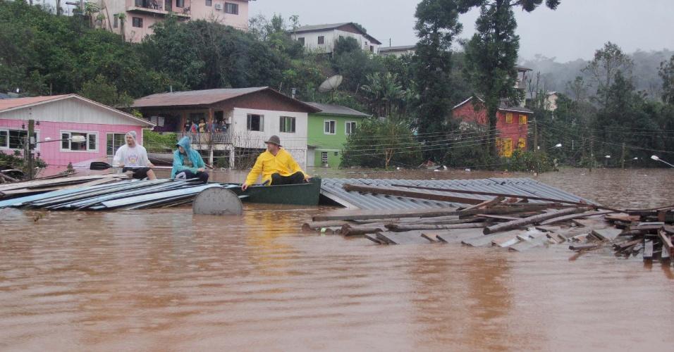 27.jun.2014 - Chuva causa alagamento na cidade de Iraí (RS), nesta sexta-feira