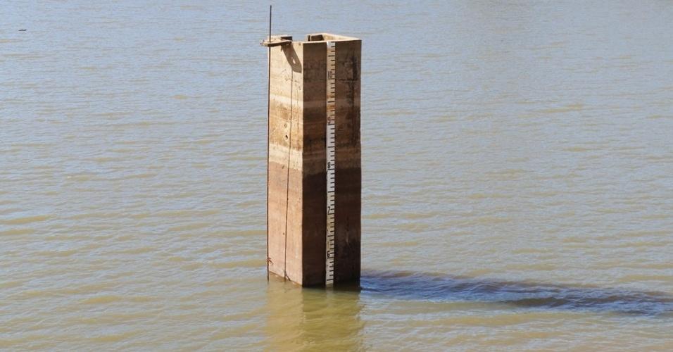 2.jul.2014 - Nova Odessa está com 35,5% de sua capacidade de reserva de água. Em uma semana o nível das represas baixou em média 1,2 metros devido à estiagem. O sistema Recanto, localizado na Fazenda Velha, responsável por 60% do abastecimento da cidade, está com 50% de sua reserva na represa Recanto I, com 10% na Recanto II e 80% na Recanto III. Além do nível das represas terem baixado, as entradas nas nascentes diminuíram consideravelmente, cerca de 90%. Preocupada com a situação a Coden (Companhia de Desenvolvimento de Nova Odessa) trabalha em um planejamento de consumo, visando a diminuição do desperdício