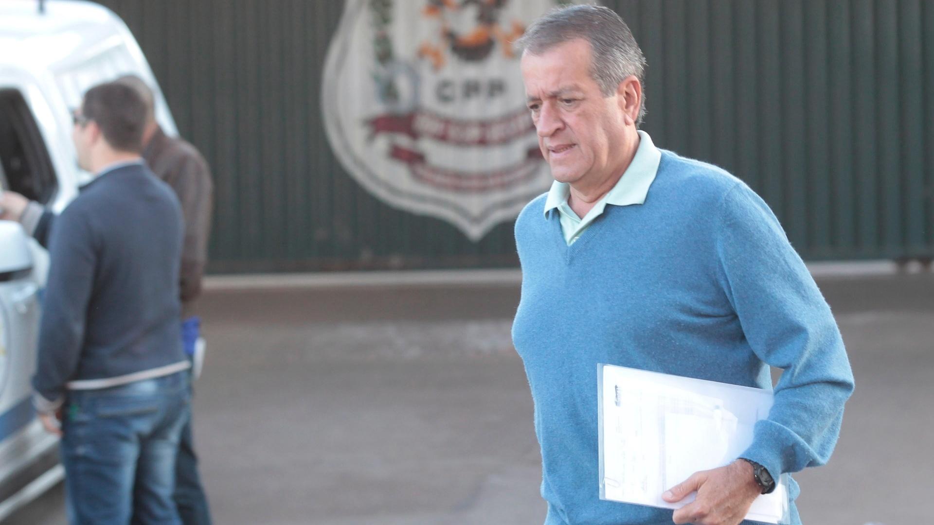 10.jul.2014 - Condenado no julgamento do mensalão no STF (Supremo Tribunal Federal), Valdemar Costa Neto deixa o CPP (Centro de Pogressão Penitenciária), em Brasília, nesta quinta-feira (10), para trabalhar