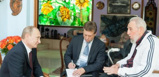 Imagem de julho de 2014 mostra encontro entre Fidel Castro e do presidente russo, Vladimir Putin