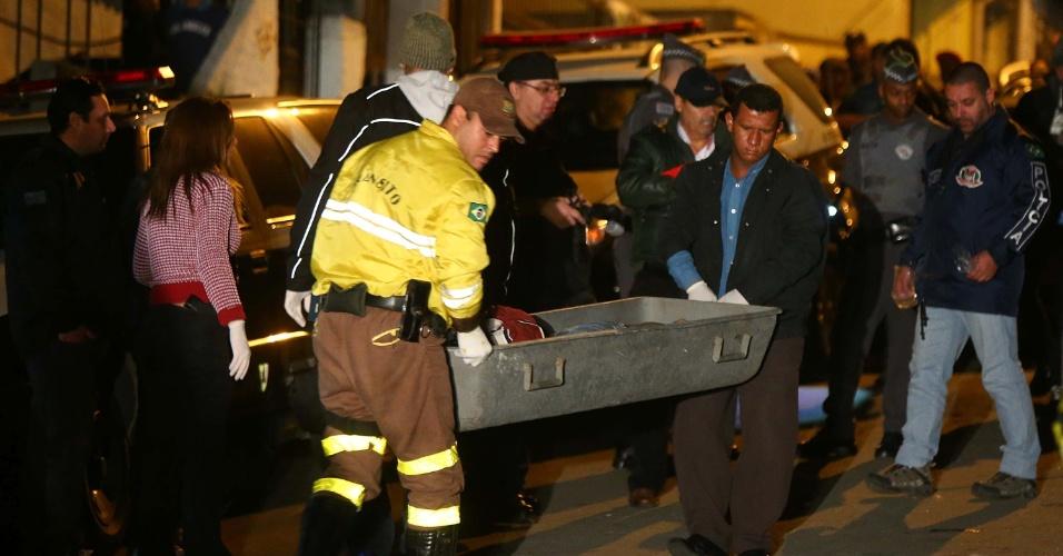 13.jul.2014 - Uma chacina deixou ao menos quatro pessoas mortas no bairro Vila Santa Terezinha, em Carapicuíba, Grande São Paulo