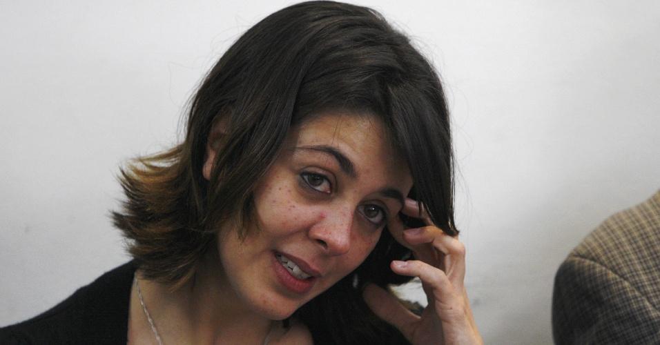25.jul.2014 - Um dia depois de ser libertada da prisão graças a um habeas corpus, Elisa Quadros Pinto Sanzi, a Sininho, participou, com outros ativistas, de um debate na sede do sindicato dos jornalistas do Rio de Janeiro. Nesta quinta (24), um grupo de jornalistas foi agredido por manifestantes no momento em que Sininho, Camila Jourdan e Igor D'Icarahy deixaram a penitenciária de Bangu, no Complexo de Gericinó, no Rio
