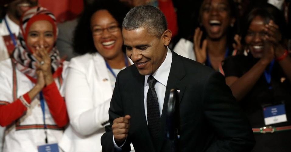 28.jul.2014 - O presidente dos EUA, Barack Obama, sobe à tribuna para discursar durante encontro de jovens lideranças africanas, em Washington, DC. O evento de três dias reúne 500 lideranças jovens da África subsaariana com empresários e integrantes de governos dos EUA na capital americana