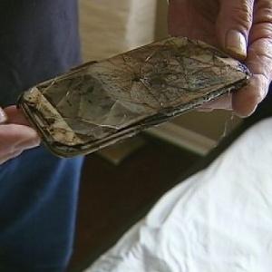Ariel Tolfree encontrou seu Galaxy S4 derretido embaixo do travesseiro