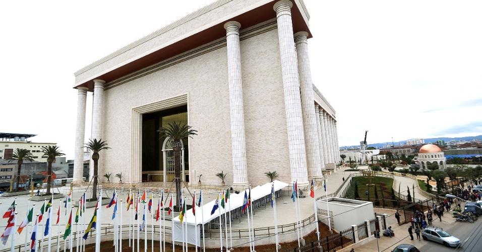 29.jul.2014 - Fachada do Templo de Salomão, da Igreja Universal do Reino de Deus, localizado no bairro do Brás, na zona central de São Paulo. A obra, que levou quatro anos para ser construída a um custo de cerca de US$ 305 milhões (R$ 680 milhões), tem inauguração programada para 31 de julho