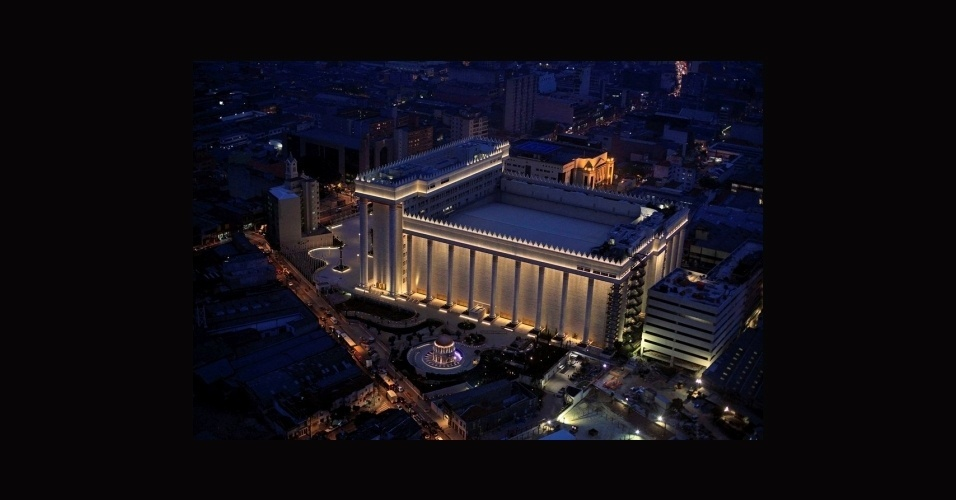 9.jul.2014 - Vista aérea do Templo Salomão, na região central de São Paulo, após a finalização das obras que duraram cerca de quatro anos. O complexo religioso tem 100 m2 de área construída