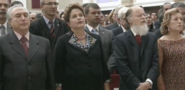 31.jul.2014 - A presidente Dilma Rousseff (no centro), o vice Michel Temer (à esquerda) participam da cerimônia de inauguração do Templo de Salomão ao lado do bispo e líder da Igreja Universal do Reino de Deus, Edir Macedo