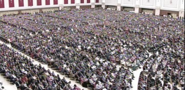 31.jul.2014 - Templo de Salomão fica lotado durante cerimônia de inauguração. No local cabe 10 mil pessoas sentadas, o que representa cerca de 1/5 da capacidade da Arena Corinthians na configuração após a Copa