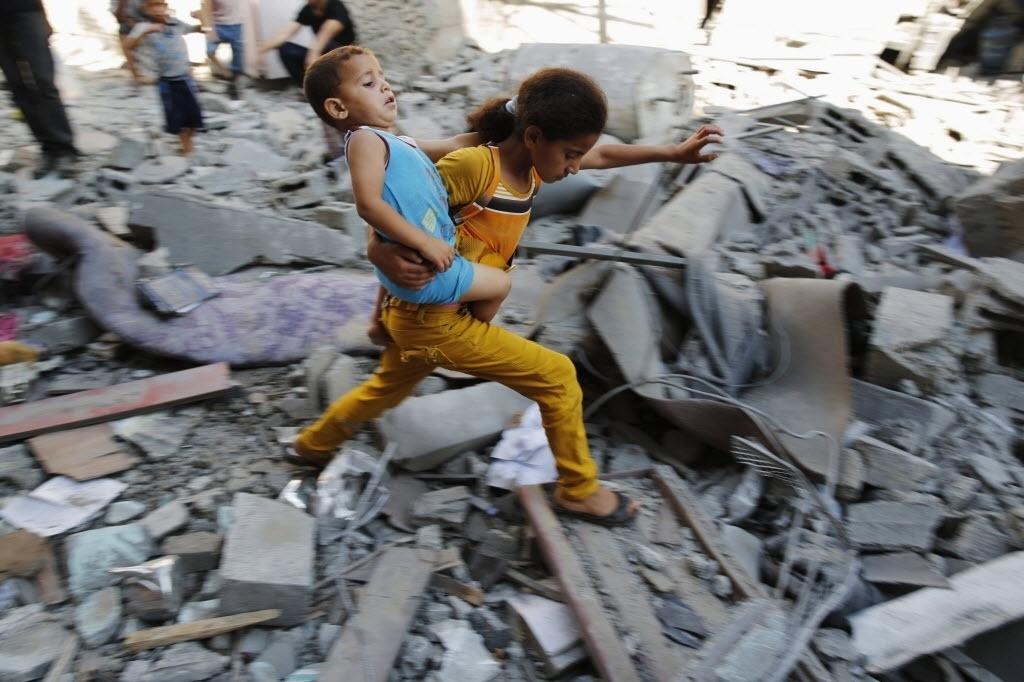 mísseis israelenses no Campo de Refugiados de Burij, na Faixa de Gaza ...