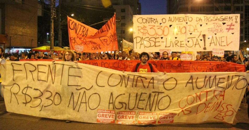 1º.ago.2014 - Manifestantes protestam contra o aumento da passagem de ônibus em Campinas, no interior de São Paulo, nesta sexta-feira (1º). A tarifa foi reajustada a partir de hoje em 10%, passando de R$ 3 para R$ 3,30