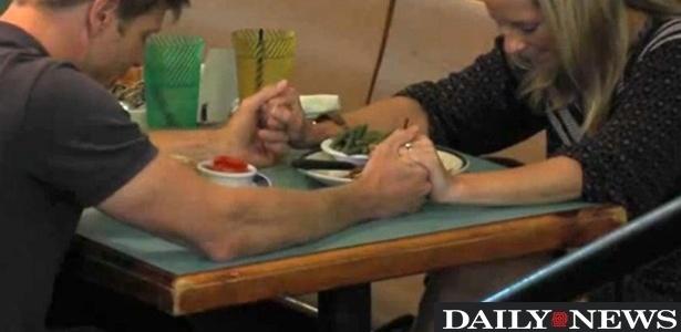 Clientes que rezam antes de refeição ganham desconto em restaurante