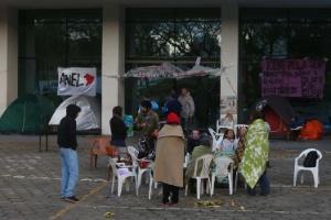 6.ago.2014 - Funcionários da USP continuam acampados em frente ao prédio da reitoria, na Cidade Universitária