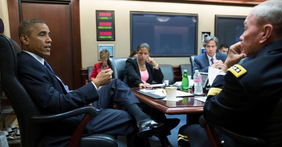 7.ago.2014 - O presidente dos Estados Unidos, Barack Obama, se reúne com seus assessores de segurança nacional na Casa Branca. Obama, autorizou bombardeios aéreos no Iraque em áreas tomadas pelo EI (Estado Islâmico) alegando que a decisão pode