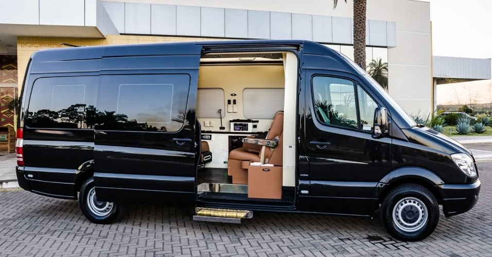 Transporte de luxo tem poltrona reclin vel frigobar tv e wi fi bol fotos bol fotos for Van de tv