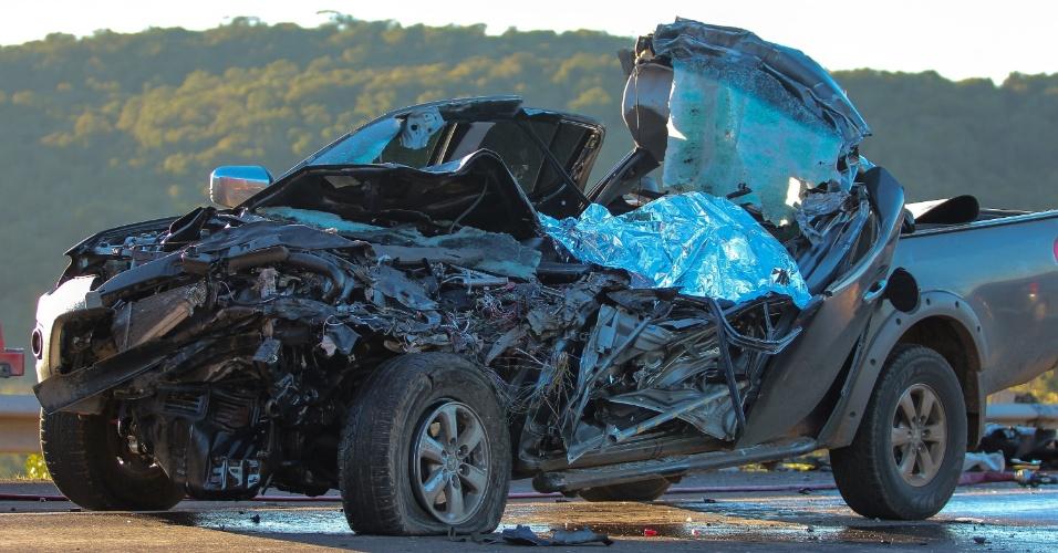 após acidente na BR-293, em Santana do Livramento (RS). A picape L200