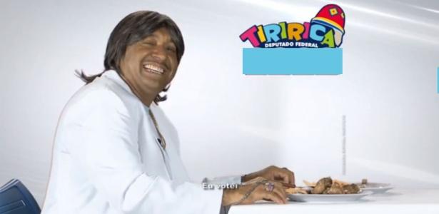 12.ago.2014 - Tiririca faz paródia com Friboi e Roberto Carlos