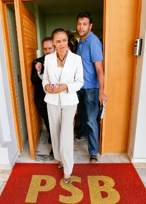 A então candidata do PSB à Presidência da República, Marina Silva, deixa sede do partido em Brasília (DF)