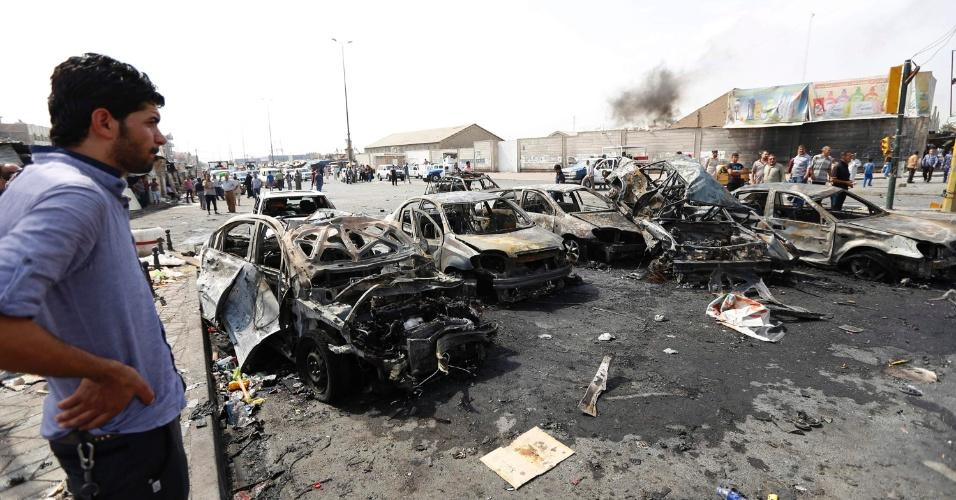 26.ago.2014 - Um ataque com carro-bomba causou destruição em Bagdá nesta terça-feira (26). A explosão matou oito pessoas e deixou outras 20 feridas