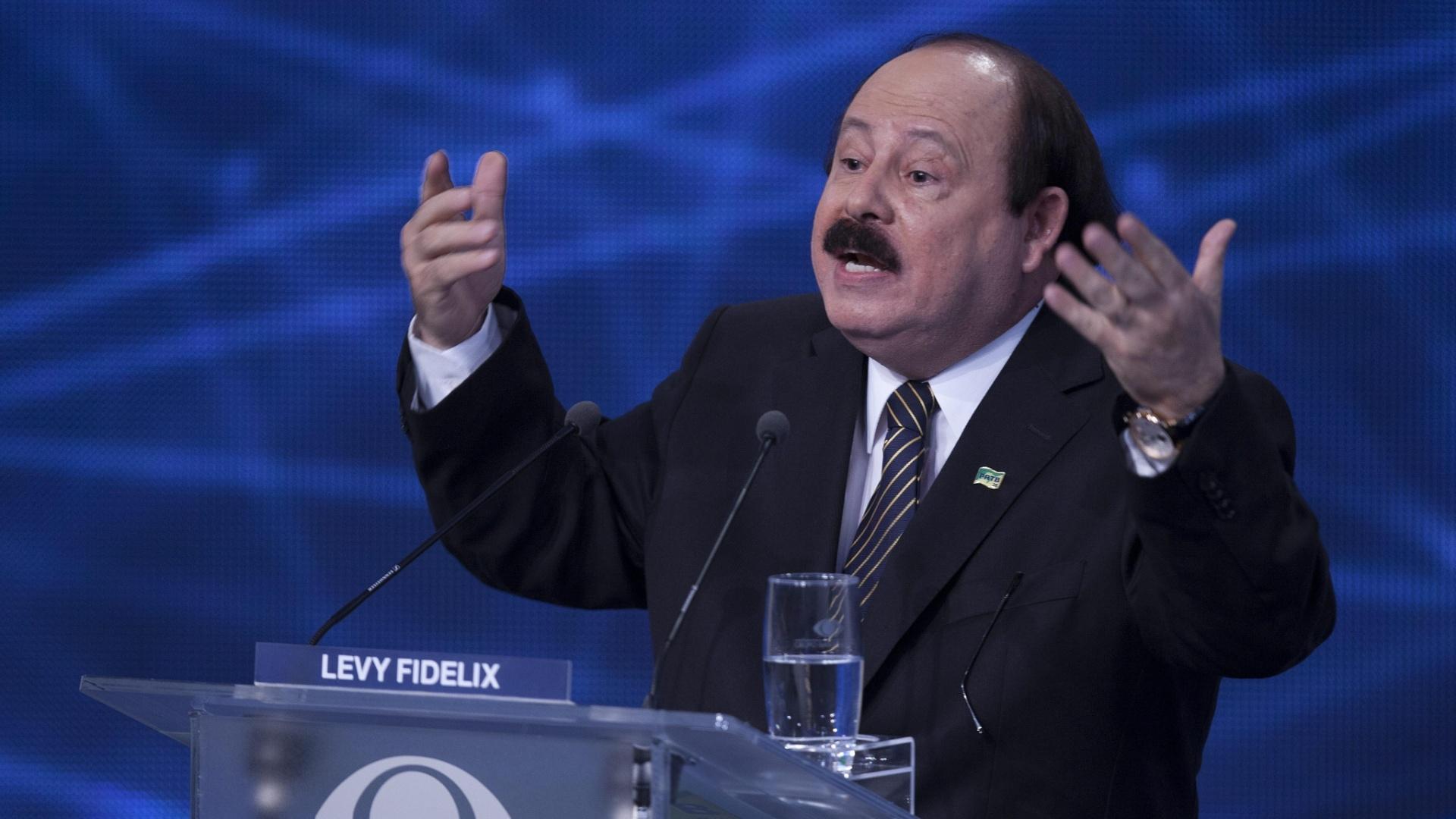 26.ago.2014 - O candidato Levy Fidelix (PRTB) participa do primeiro debate entre os participantes da corrida presidencial, promovido pela TV Bandeirantes nesta terça-feira