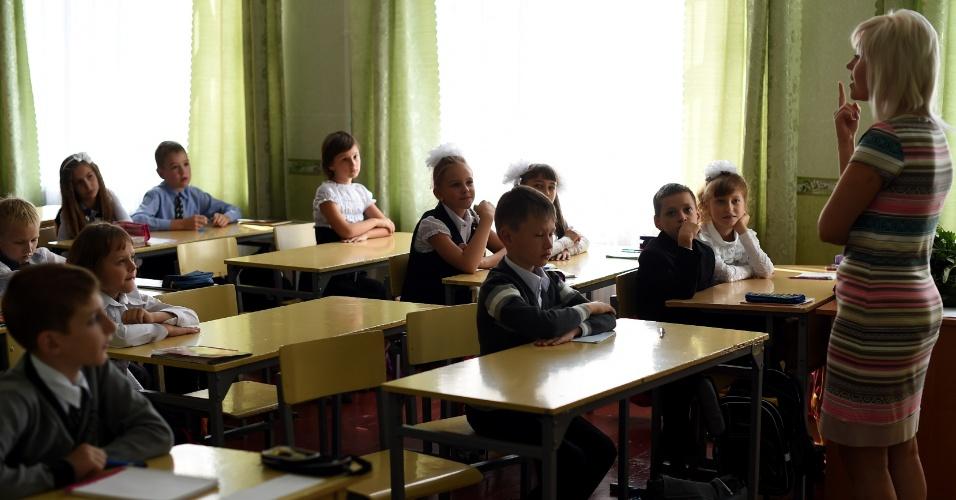 1º.set.2014 - Alunos retornam às aulas na cidade de  Donetsk, na Ucrânia, nesta segunda; representantes pró-Rússia buscam apoio à causa separatist