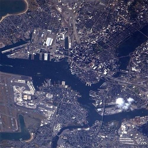 """1º.set.2014 - O astronauta Reid Wiseman compartilhou essa imagem de Boston feita nesta segunda-feira da ISS (Estação Espacial Internacional). Em operação desde novembro de 2000, a ISS consegue documentar características da Terra e proporciona uma excelente """"palco"""" para observar a área mais populosa do mundo"""