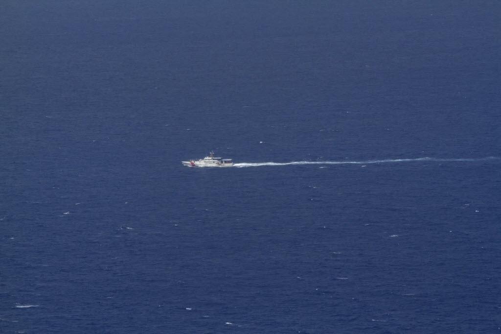 6.set.2014 - Barco da Guarda Costeira dos EUA participa neste sábado (6) das buscas a avião que caiu na sexta-feira (5) na costa da Jamaica. No avião viajavam Larry Glazer e Jane Glazer, casal norte-americano multimilionário