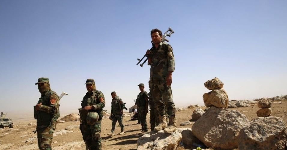 8.set.2014 - Soldados curdos chegam à ponto de encontro próximo à vila de Baretle, território controlado pelo Estado Islâmico (EI) na fronteira de Mosul, no Iraque. O exército curdo conseguiu retomar o controle de boa parte da região, antes sob domínio do EI