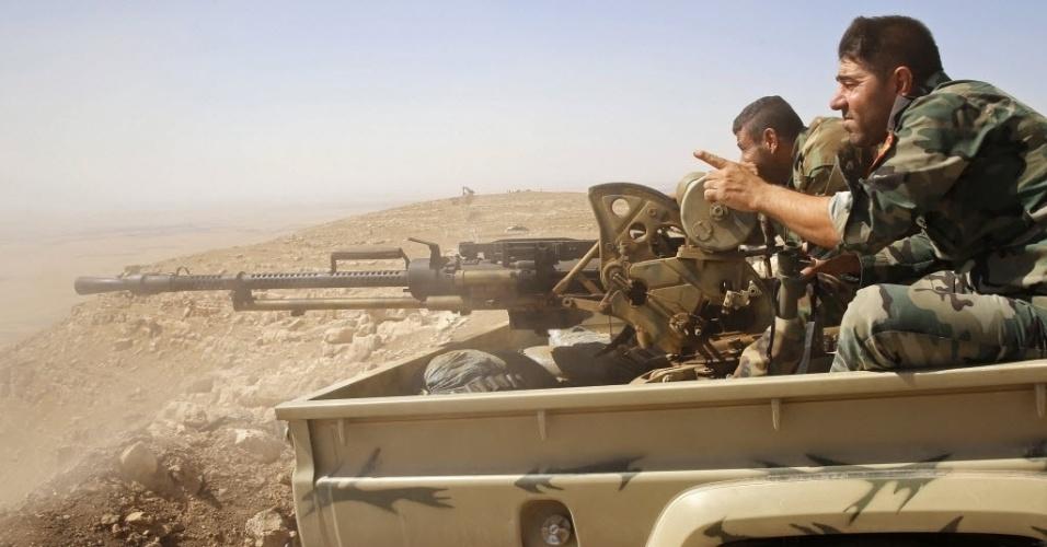 8.set.2014 - Soldados curdos fazem vigília em ponto de observação próximo à vila de Baretle, território controlado pelo Estado Islâmico (EI) na fronteira de Mosul, no Iraque. O exército curdo conseguiu retomar o controle de boa parte da região, antes sob domínio do EI