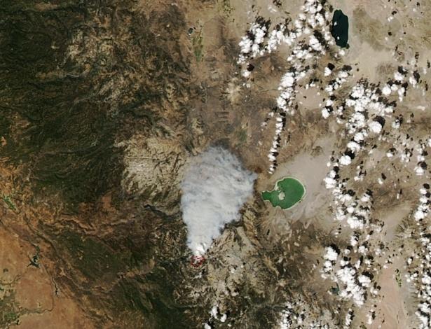 11.set.2014 - O satélite de observação da Terra do Aqua, da Nasa, capturou imagens de um incêndio florestal no Parque Nacional Yosemite, na Califórnia (EUA), no domingo (7), a 725 km acima da superfície da terra