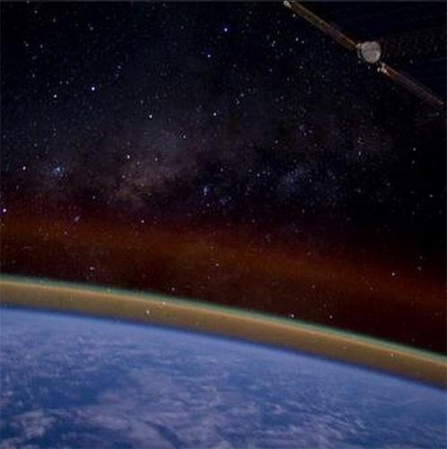 """16.set.2014 - A bordo da ISS (Estação Espacial Internacional), o astronauta Reid Wiseman registrou esta foto domingo no último domingo (14) e comentou: """"Nada como ver a Via Láctea na manhã de domingo. Lindo"""". A tripulação, uma equipe de três pessoas, completou sua primeira semana de trabalho na segunda-feira"""