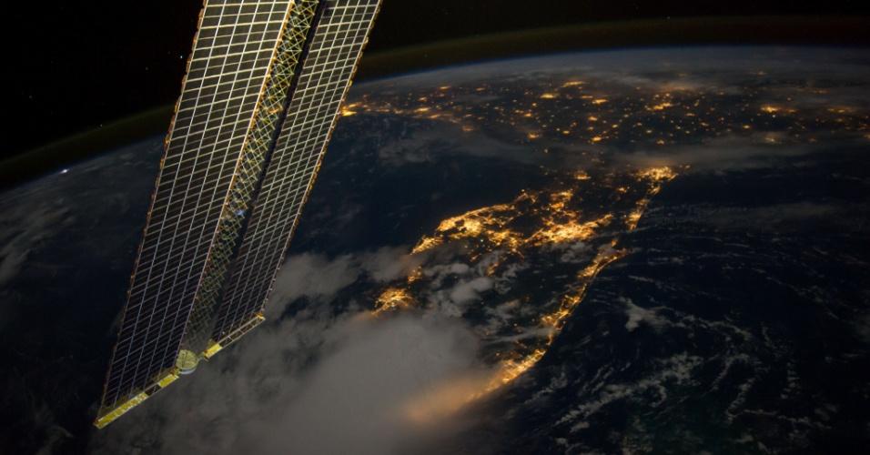 16.set.2014 - O astronauta da Nasa Reid Wiseman publicou esta imagem, feita da ISS (Estação Espacial Internacional), que mostra da Flórida até Louisiana, nos EUA, pouco antes do amanhecer, no dia 12 de setembro. Wiseman, o comandante Max Suraev e o engenheiro de voo Alexander Gerst começaram a primeira semana de trabalho nesta segunda-feira