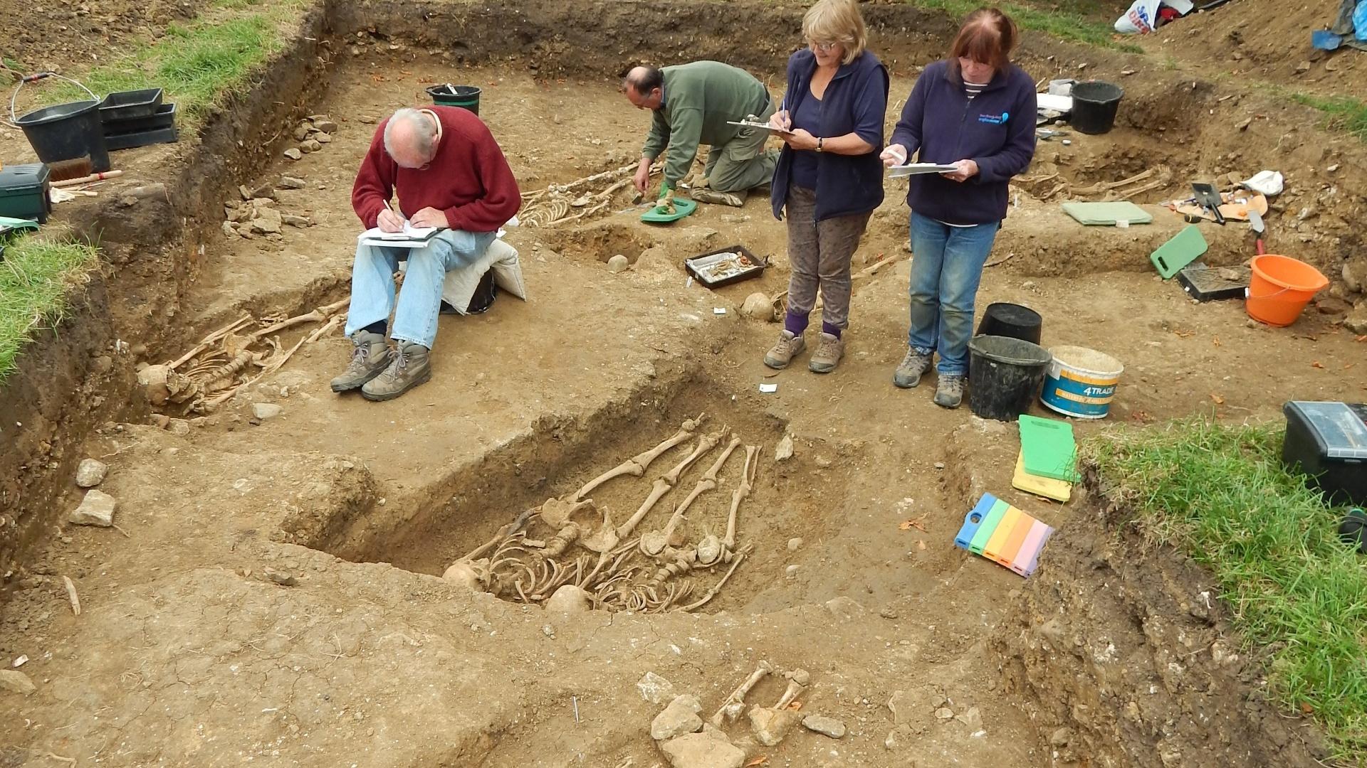 16.set.2014 - Voluntários escavam o local, que acreditavam ter sido uma construção de um edifício romano, duas semanas por ano durante quatro anos