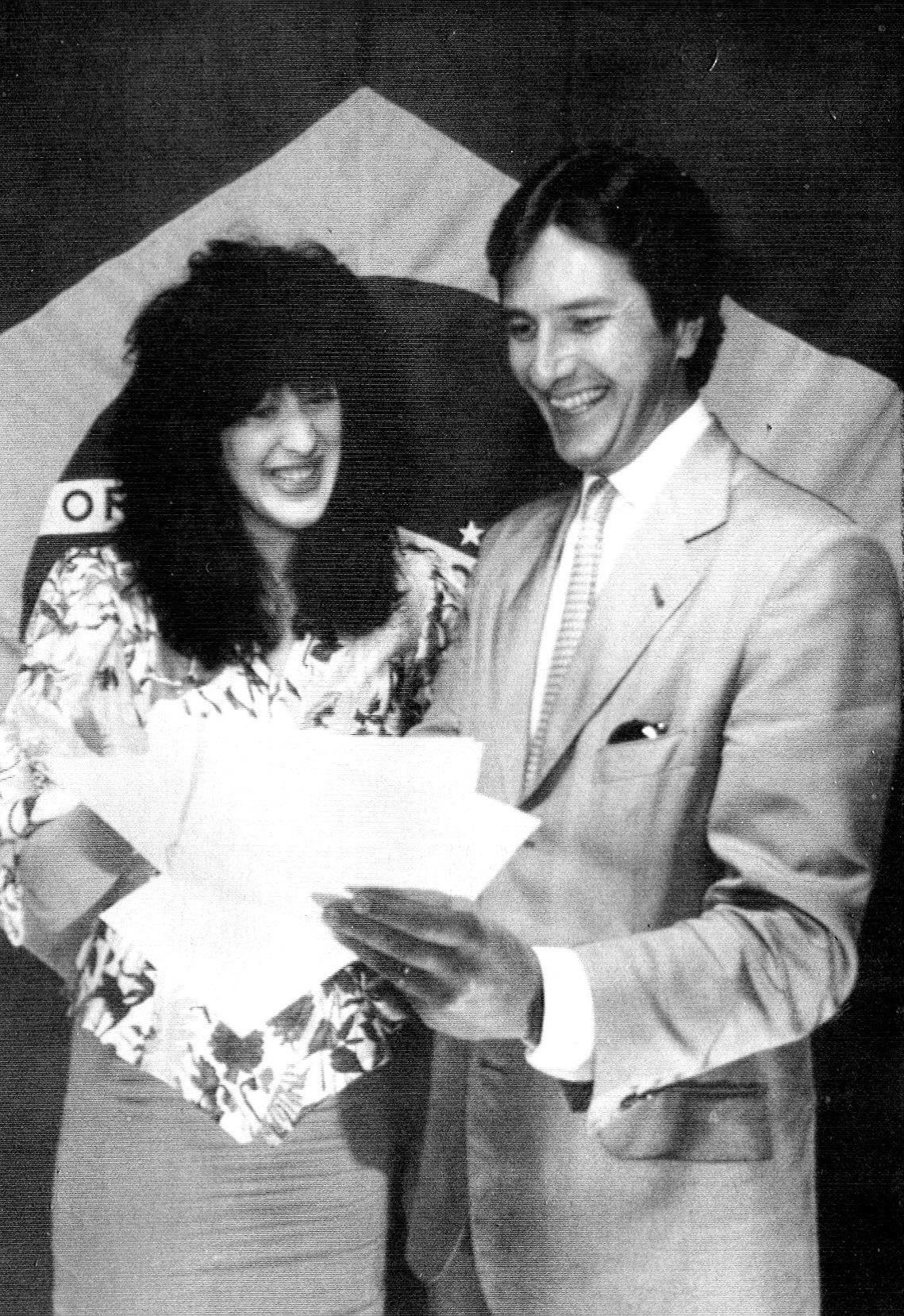 O político e então candidato à presidência Fernando Collor de Mello e a atriz Claudia Raia, durante campanha em 1989