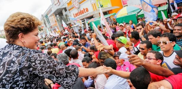 Dilma Rousseff faz caminhada no município de Feira de Santana, na Bahia