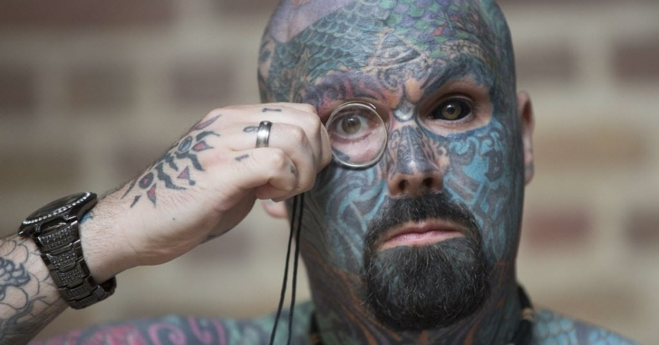 27.set.2014 - Homem conhecido como Rei da Tatuagem participa de convenção internacional em Londres, Inglaterra