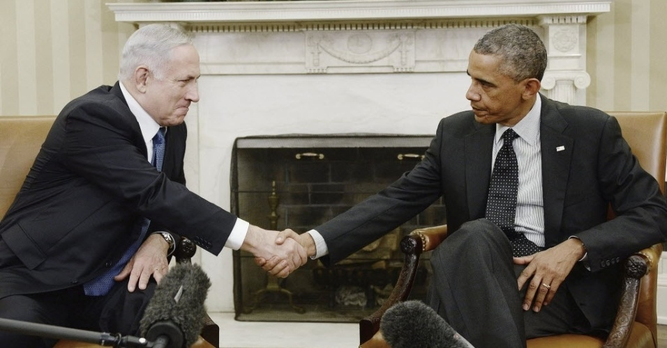 1º.out.2014 - Primeiro-ministro de Israel, Benjamin Netanyahu, se encontra com o presidente americano, Barack Obama, na Casa Branca, em Washington (EUA)