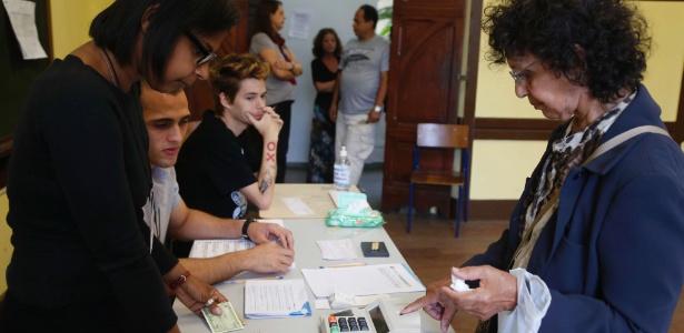 Urnas biométricas falham em Niterói (RJ) - Ana Branco/Agência O Globo