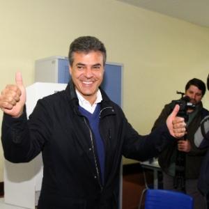 5.out.2014 - O então candidato a governador do Paraná, Beto Richa, após votar no primeiro turno das eleições 2014