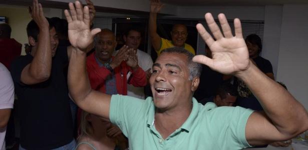 Romário (PSB) comemora a eleição como senador pelo Rio de Janeiro neste domingo
