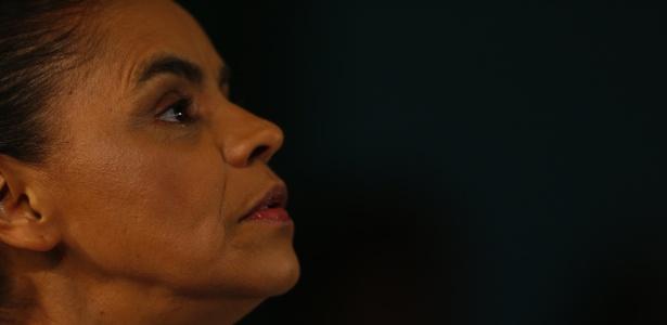 5.out.2014 - Marina Silva (PSB) fala com jornalistas após ficar de fora do segundo turno das eleições