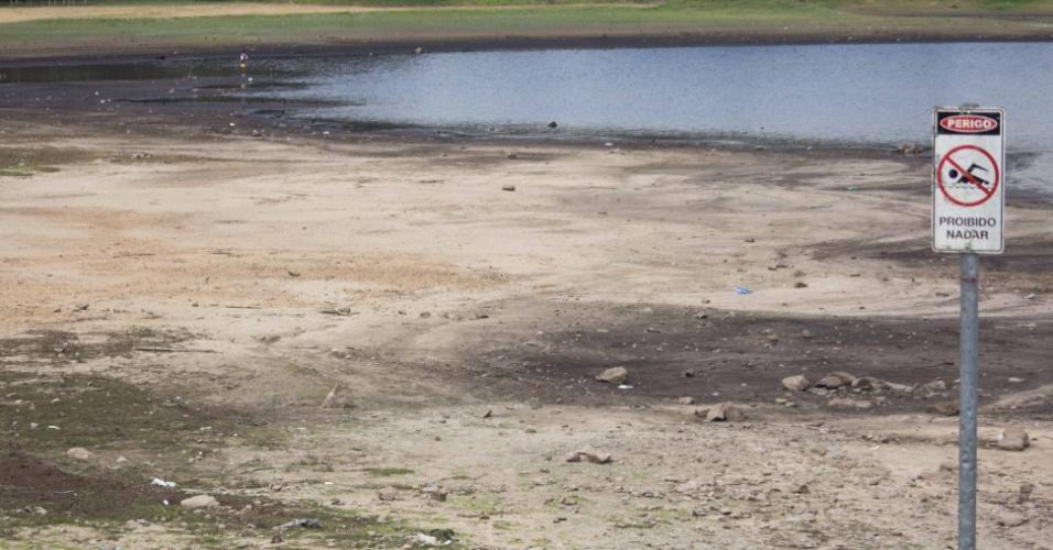 7.out,2014 - O nível do sistema Cantareira, que abastece 6,5 milhões de pessoas na Grande São Paulo, registrou nesta terça-feira (7) um novo recorde negativo. O índice chegou a 5,6%, o menor da história. De ontem (6) para hoje o sistema não acumulou nenhum milímetro de chuva. A média para o mês de outubro é de 130,8 milímetros. No mesmo dia do ano passado, o Cantareira estava com 40% de sua capacidade de armazenamento de água