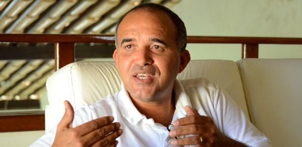 O prefeito Jarbas Ricardo (PSDB), de São José da Tapera (AL), reconhece que a vitória de Dilma no município é normal e diz que é complicado fazer campanha para Aécio Neves