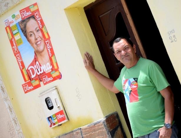 """O professor Erivaldo Souza, 49, de São José de Tapera (AL), afirma que os votos de Dilma na cidade são fruto da """"transformação para melhor"""" por que a cidade passou"""