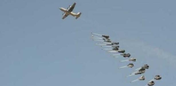 EUA realizam ataques aéreos para conter avanço de militantes do 'Estado Islâmico' na cidade síria de Kobani